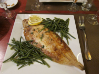 "Sole meunière, ou sole à la meunière et haricots verts. (fichier Wikimedia Commons : ""Sole_meuniere_(4689490702)"") (https://creativecommons.org/licenses/by-sa/2.0//deed.fr) Cross Jay, de Berkeley, Californie, USA, 2010 - licence CC-BY-SA 2.0"